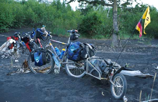 http://www.mountainbike-expedition-team.de/Kamchatka/large/Kamchatka_bob_013.jpg